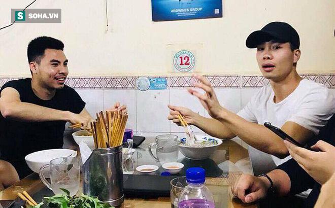 """Bỏ lại trận cầu cực """"nóng"""", sao HAGL rủ sao Hà Nội FC đi... ăn phở"""