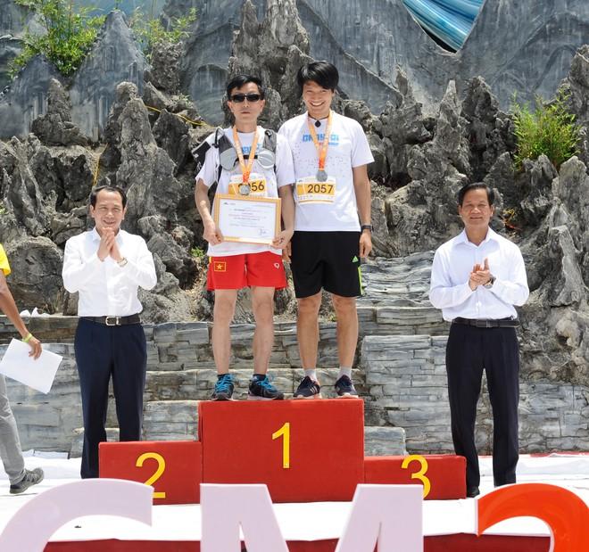 Chuyện chưa kể về người đàn ông khiếm thị vượt 21 km đường đèo Hà Giang - Ảnh 3.