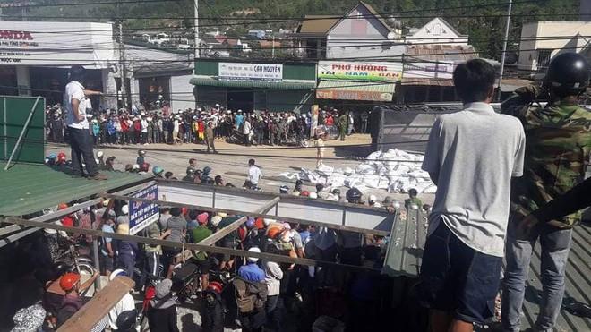 Xe tải gây tai nạn thảm khốc ở Lâm Đồng, 5 người chết tại chỗ - Ảnh 1.