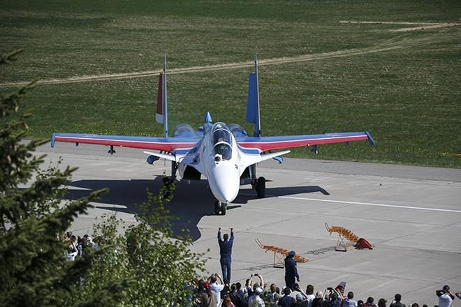 Mãn nhãn màn biểu diễn trên không của máy bay chiến đấu Nga - ảnh 1