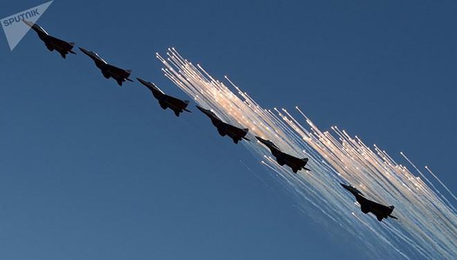 Mãn nhãn màn biểu diễn trên không của máy bay chiến đấu Nga - ảnh 2