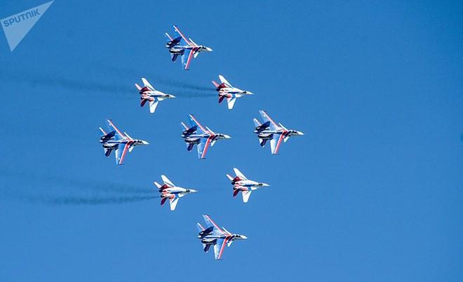 Mãn nhãn màn biểu diễn trên không của máy bay chiến đấu Nga - ảnh 3