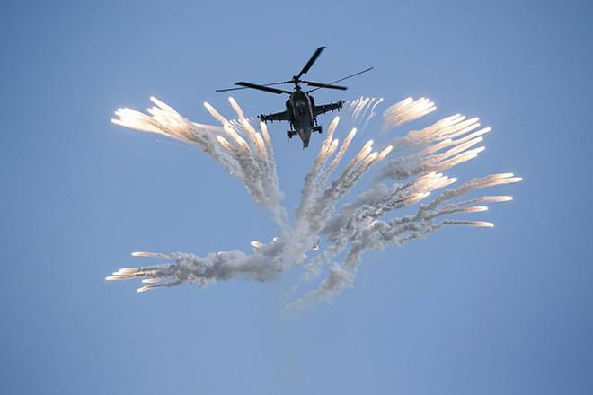 Mãn nhãn màn biểu diễn trên không của máy bay chiến đấu Nga - ảnh 8