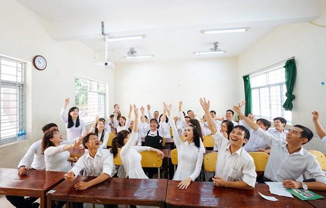 Đây là bộ ảnh kỷ yếu của nhóm học sinh U40 được nhắc và chia sẻ nhiều nhất hôm nay - Ảnh 4.