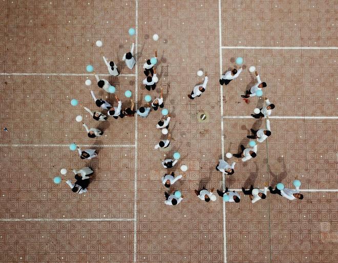 Đây là bộ ảnh kỷ yếu của nhóm học sinh U40 được nhắc và chia sẻ nhiều nhất hôm nay - Ảnh 8.