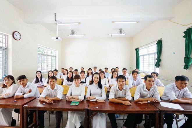 Đây là bộ ảnh kỷ yếu của nhóm học sinh U40 được nhắc và chia sẻ nhiều nhất hôm nay - Ảnh 13.