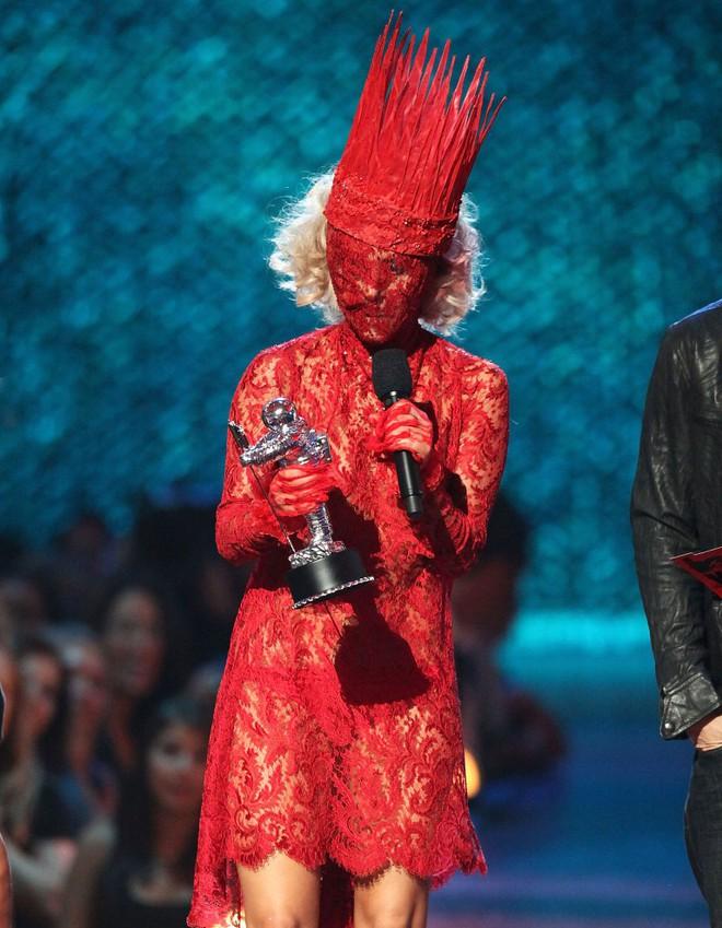 Lady Gaga: Bệnh tật đau đớn ở tuổi 32 và nỗi ám ảnh bị cưỡng hiếp - Ảnh 4.