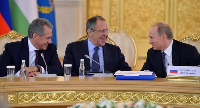 Không đàm với Lavrov thì phải gặp Shoigu: Những nắm đấm khiến các đối thủ giật mình thon thót - Ảnh 3.