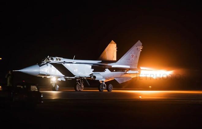 """Sức mạnh đáng gờm của siêu tiêm kích """"ma tốc độ"""" MiG-31BM - Ảnh 1."""