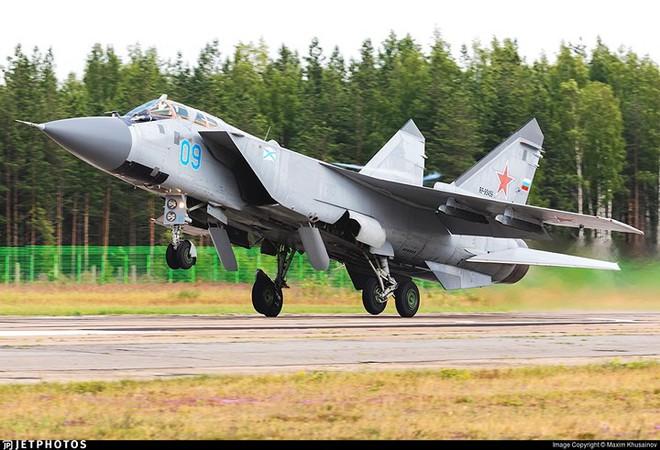 """Sức mạnh đáng gờm của siêu tiêm kích """"ma tốc độ"""" MiG-31BM - ảnh 2"""