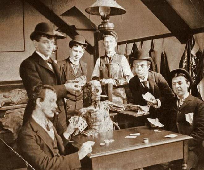 100 năm trước đây là những tấm ảnh bình thường, còn bây giờ càng nhìn càng thấy rùng rợn khó tả - Ảnh 13.