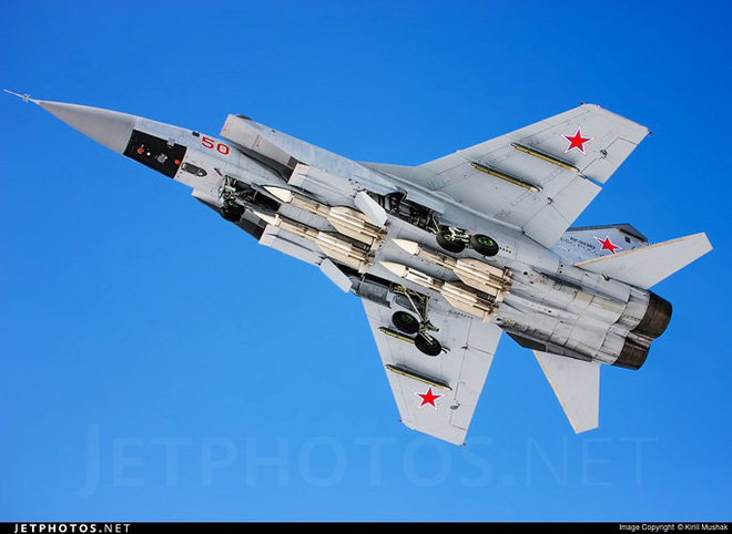 """Sức mạnh đáng gờm của siêu tiêm kích """"ma tốc độ"""" MiG-31BM - Ảnh 13."""