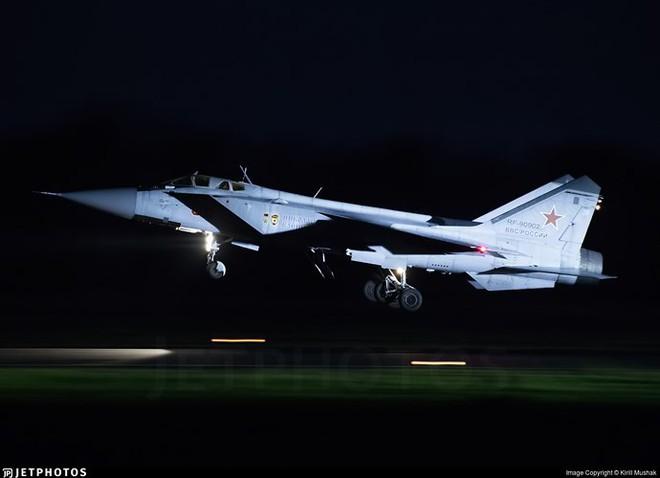 """Sức mạnh đáng gờm của siêu tiêm kích """"ma tốc độ"""" MiG-31BM - Ảnh 3."""