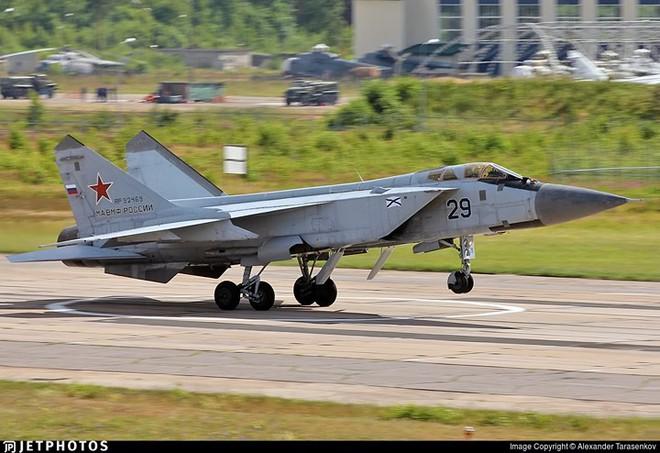 """Sức mạnh đáng gờm của siêu tiêm kích """"ma tốc độ"""" MiG-31BM - Ảnh 6."""