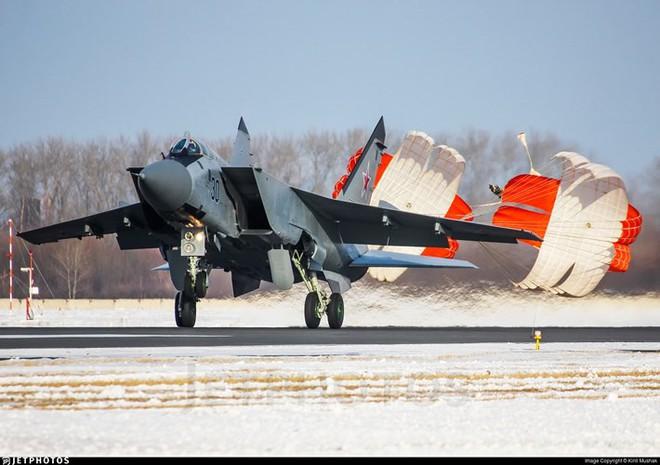 """Sức mạnh đáng gờm của siêu tiêm kích """"ma tốc độ"""" MiG-31BM - ảnh 7"""
