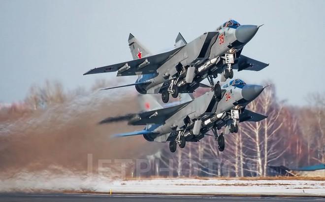 """Sức mạnh đáng gờm của siêu tiêm kích """"ma tốc độ"""" MiG-31BM"""