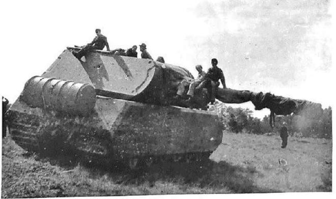 Quái vật thép mang tên chuột nhắt: Dòng xe tăng nặng nhất thế giới của Phát xít Đức - Ảnh 1.