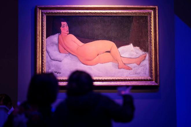 Bức tranh cô gái khỏa thân của danh họa Modigliani phá kỷ lục giá Sothebys - Ảnh 1.