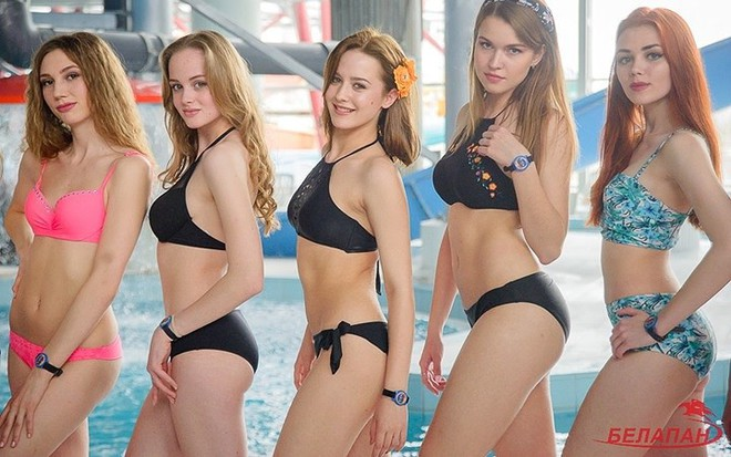 Ảnh: Ngắm 10 nữ sinh viên đẹp nhất Belarus diện bikini gợi cảm - Ảnh 1.