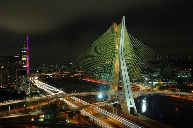 Du khách sẽ rùng mình khi đi trên những cây cầu này - Ảnh 12.