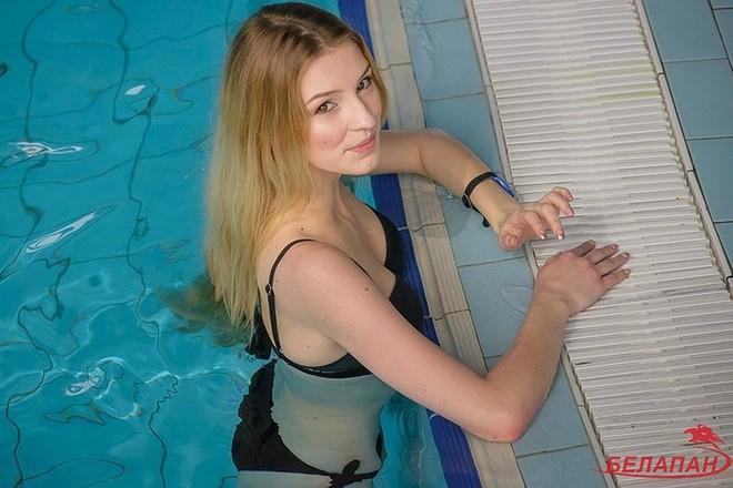 Ảnh: Ngắm 10 nữ sinh viên đẹp nhất Belarus diện bikini gợi cảm - Ảnh 15.