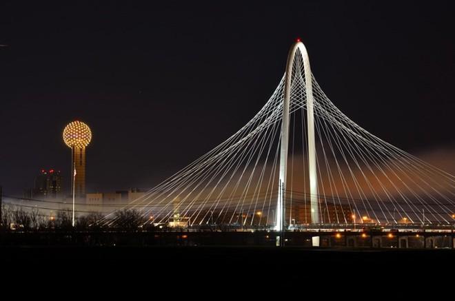 Du khách sẽ rùng mình khi đi trên những cây cầu này - Ảnh 15.