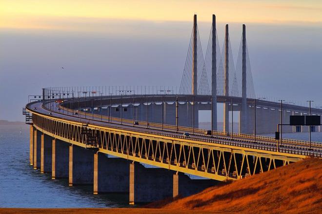 Du khách sẽ rùng mình khi đi trên những cây cầu này - Ảnh 16.
