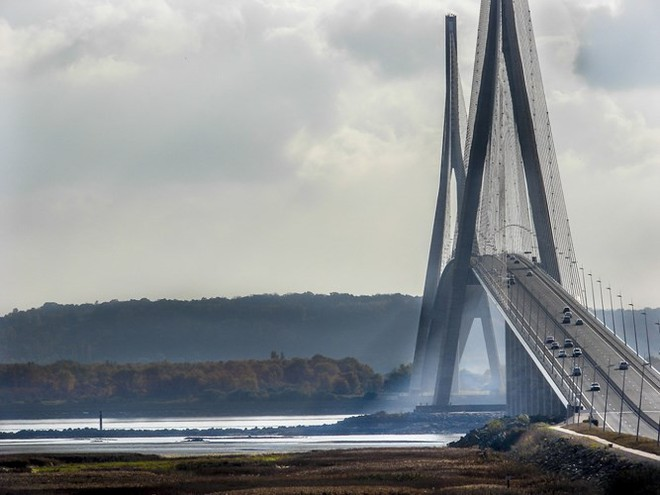 Du khách sẽ rùng mình khi đi trên những cây cầu này - Ảnh 18.