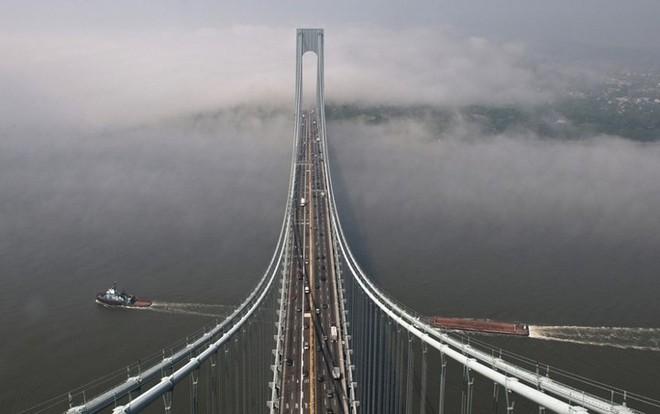Du khách sẽ rùng mình khi đi trên những cây cầu này - Ảnh 3.
