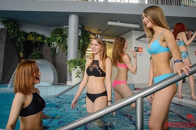 Ảnh: Ngắm 10 nữ sinh viên đẹp nhất Belarus diện bikini gợi cảm - Ảnh 5.
