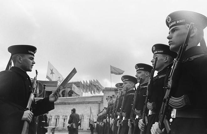 Ảnh: 235 năm kiêu hùng của Hạm đội Biển Đen Nga - ảnh 6