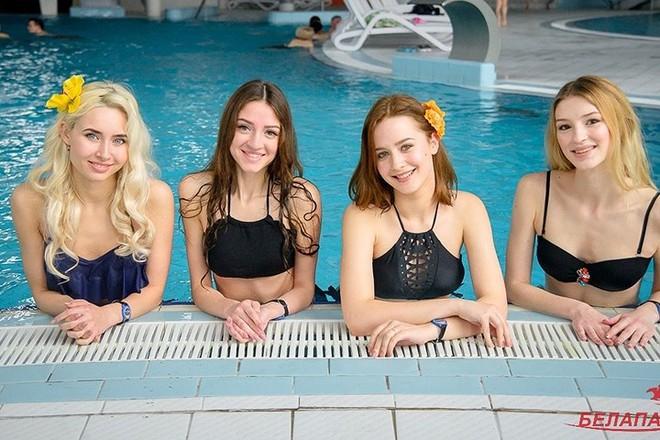 Ảnh: Ngắm 10 nữ sinh viên đẹp nhất Belarus diện bikini gợi cảm - Ảnh 8.