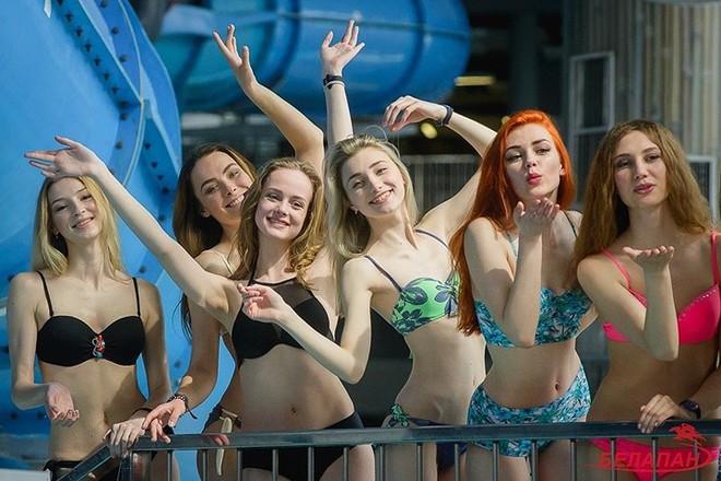 Ảnh: Ngắm 10 nữ sinh viên đẹp nhất Belarus diện bikini gợi cảm - Ảnh 10.