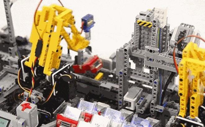 Tesla có lẽ nên học cách lắp ráp ôtô siêu tốc và chuyên nghiệp của dây chuyền tự động bằng Lego này