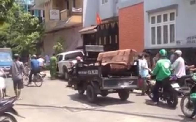 Công an nổ súng trấn áp nam thanh niên dùng kéo đâm chủ quán cơm ở Sài Gòn
