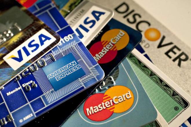 Đề xuất tăng phí chia sẻ rút tiền ATM lên 8.800 đồng/giao dịch, loại thẻ nào sẽ trội chi? - Ảnh 1.