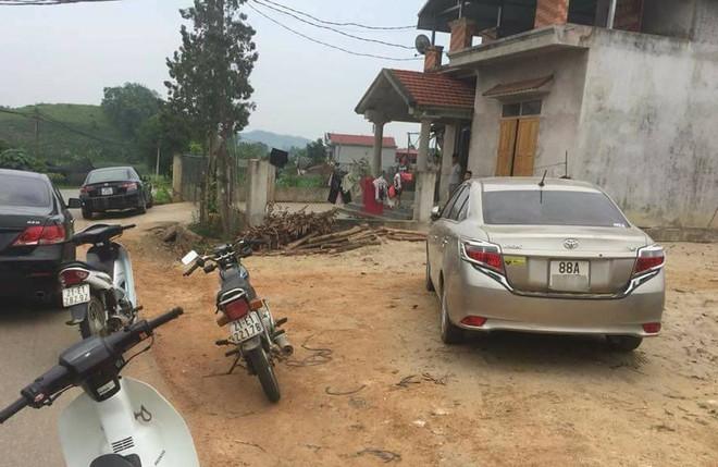 Dân vây bắt hai vợ chồng đi ô tô bán gà giống vì nghi ngờ bắt cóc trẻ em - ảnh 3