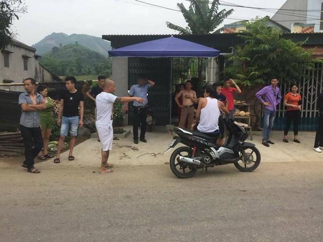 Dân vây bắt hai vợ chồng đi ô tô bán gà giống vì nghi ngờ bắt cóc trẻ em - ảnh 1