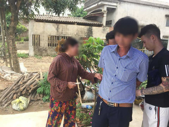 Dân vây bắt hai vợ chồng đi ô tô bán gà giống vì nghi ngờ bắt cóc trẻ em - Ảnh 3.