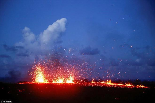 Hawaii cảnh báo đỏ: Núi lửa hoạt động mạnh, cột khói cao đến hơn 3.600m - Ảnh 3.