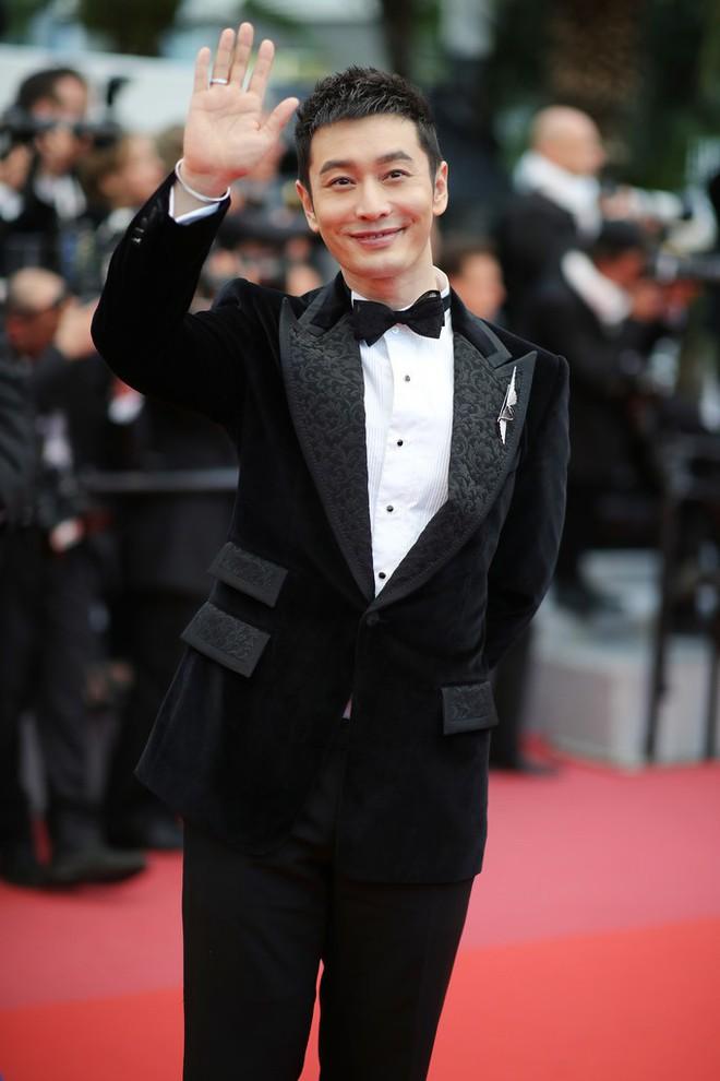 Thảm đỏ LHP Cannes: Huỳnh Hiểu Minh kém sắc, Yoo Ah In bảnh bao xuất hiện cùng dàn siêu mẫu xinh đẹp - Ảnh 1.