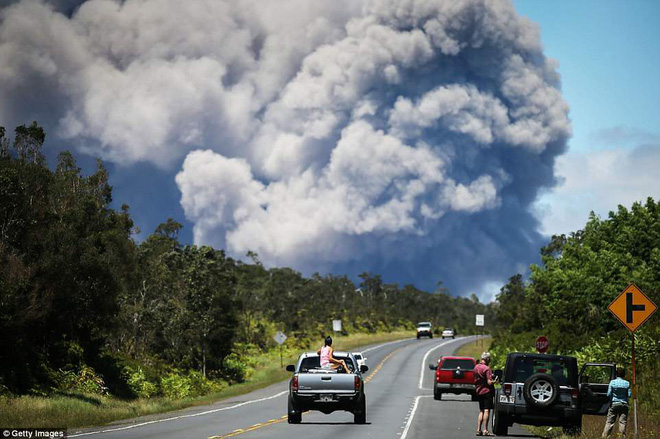 Hawaii cảnh báo đỏ: Núi lửa hoạt động mạnh, cột khói cao đến hơn 3.600m - Ảnh 1.