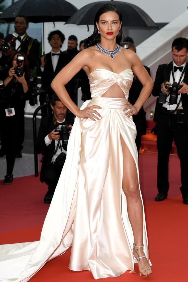Thảm đỏ LHP Cannes: Huỳnh Hiểu Minh kém sắc, Yoo Ah In bảnh bao xuất hiện cùng dàn siêu mẫu xinh đẹp - Ảnh 17.