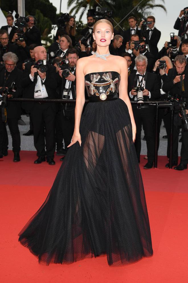 Thảm đỏ LHP Cannes: Huỳnh Hiểu Minh kém sắc, Yoo Ah In bảnh bao xuất hiện cùng dàn siêu mẫu xinh đẹp - Ảnh 19.