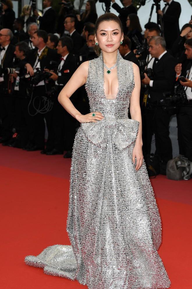 Thảm đỏ LHP Cannes: Huỳnh Hiểu Minh kém sắc, Yoo Ah In bảnh bao xuất hiện cùng dàn siêu mẫu xinh đẹp - Ảnh 20.