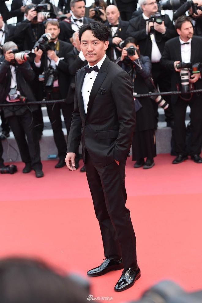 Thảm đỏ LHP Cannes: Huỳnh Hiểu Minh kém sắc, Yoo Ah In bảnh bao xuất hiện cùng dàn siêu mẫu xinh đẹp - Ảnh 21.