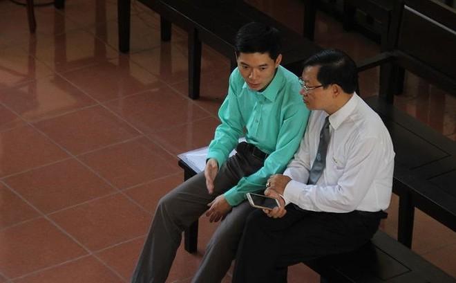 """Phiên xử BS Hoàng Công Lương: """"Tâm điểm"""" là cuốn sổ giao ban"""