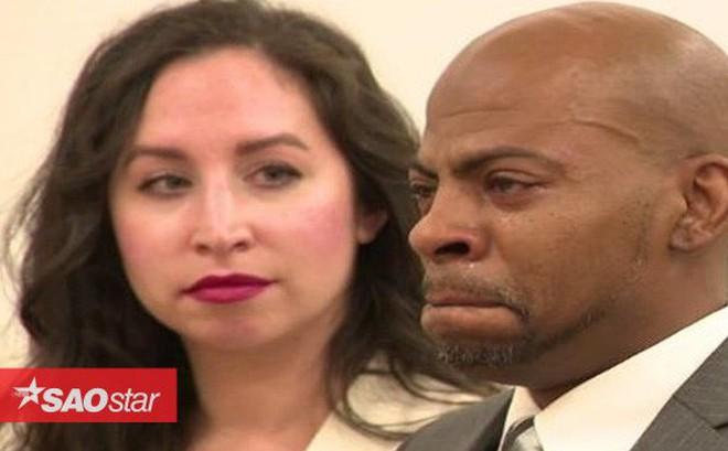 Người đàn ông khóc nức nở khi được minh oan tội giết người sau 27 năm