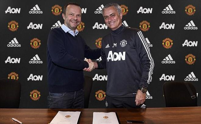 """Man United hào hứng nhòm ngó """"miếng bánh"""" trị giá đến 9 tỷ  bảng Anh"""