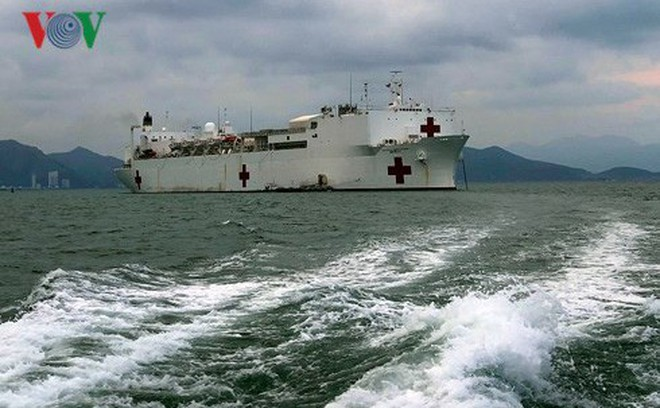Tàu Bệnh viện Hải quân Hoa Kỳ USNS Mercy đến Nha Trang